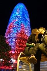 "''Love is in the Air"" Torre Agbar di Barbara Kroon"