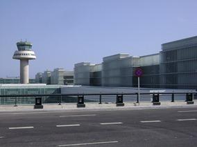 Airport Barcelona T1 by Francesc_2000