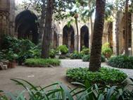 Innenhof der Kathedrale La Seu in Barcelona